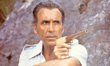 man-with-the-golden-gun-008